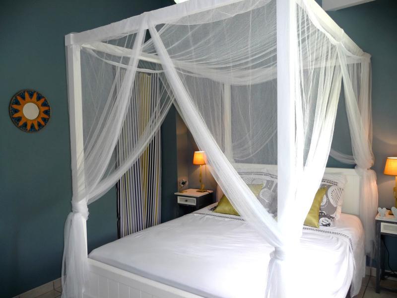 Parentale Hibiscus suite: letto matrimoniale letto 140 cm