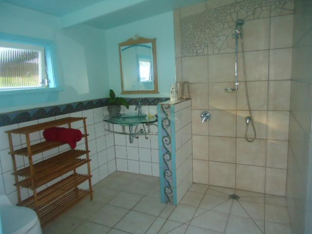 lovely tiled bathroom close by