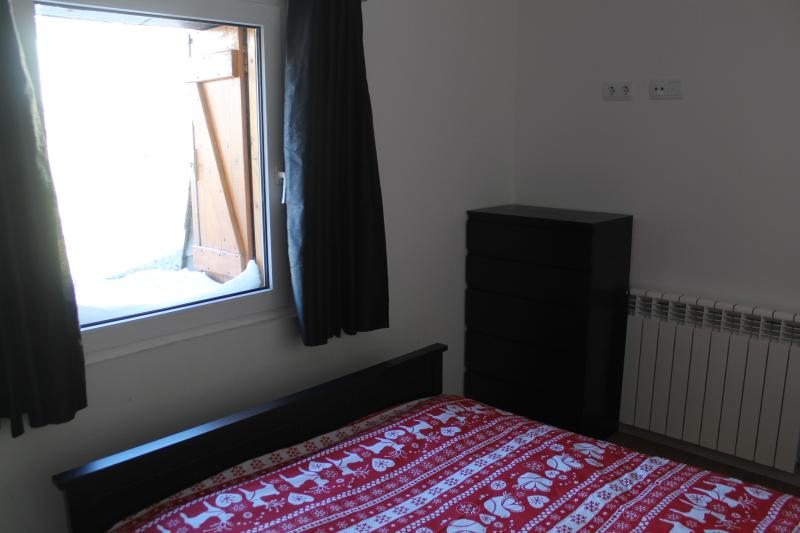 Bedroom 2. Double bed, large mirrored wardrobe, chest of drawers.