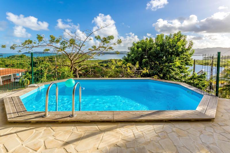 Villa Magnifique Vue Mer et Piscine, location de vacances à Le Robert