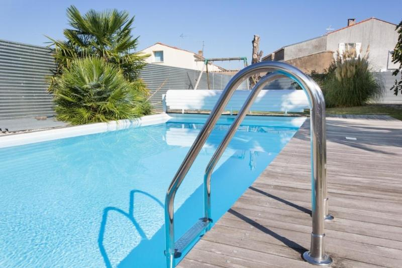 Logis de Carantonus avec piscine chauffée, vacation rental in Nuaille d'Aunis