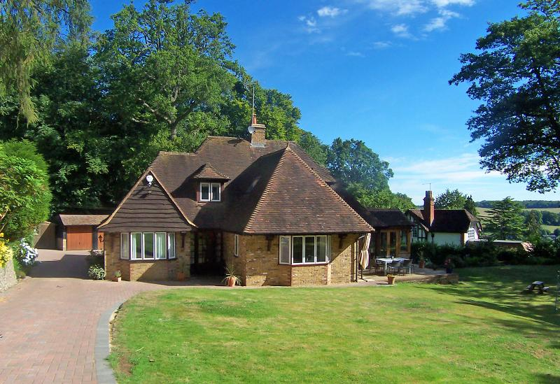Detached property set within 1 1/2 acres, holiday rental in Weston Turville