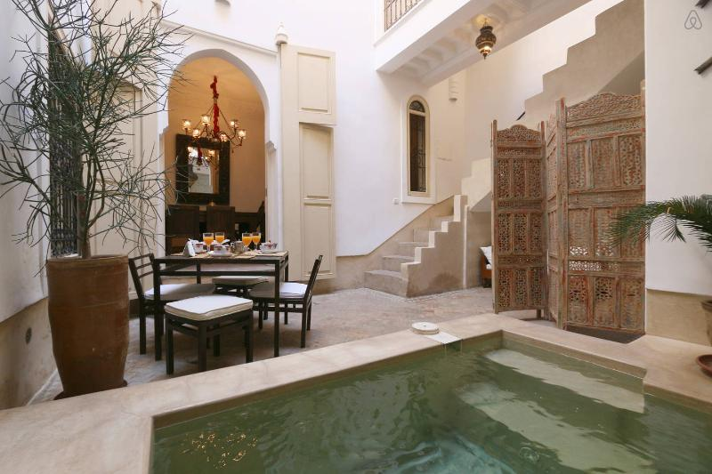 RIAD ETHNIQUE PRIVATE RENTAL WI-FI POOL IN MEDINA, vacation rental in Marrakech