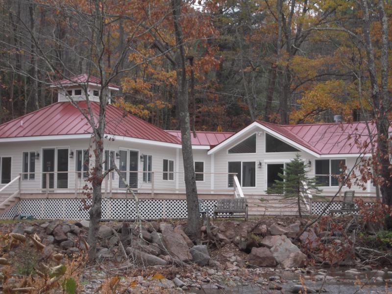 SUNNY Catskill Mountain Retreat On Stream, location de vacances à Chichester