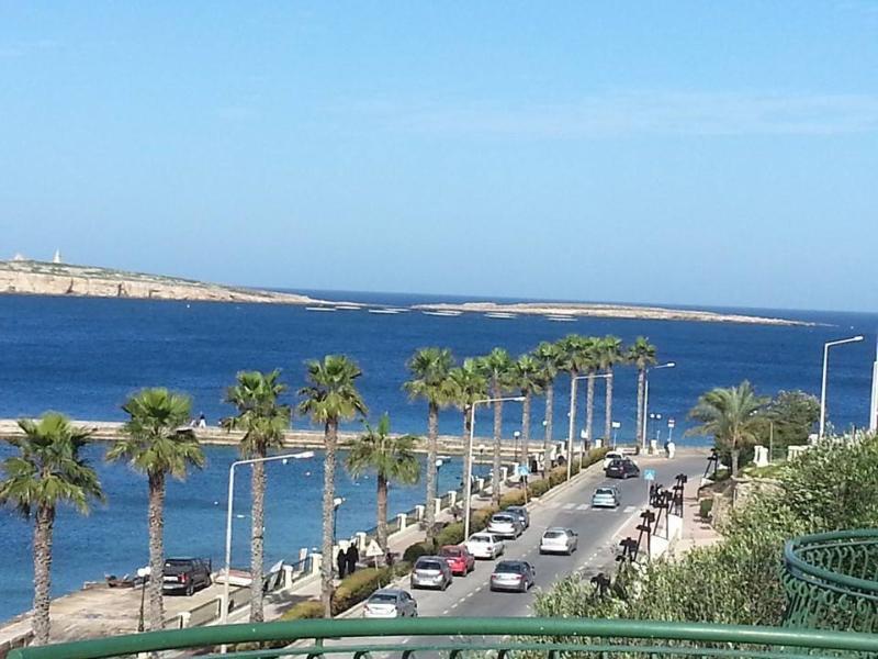 Bugibba Promenade - 150 metres away from the apartment!