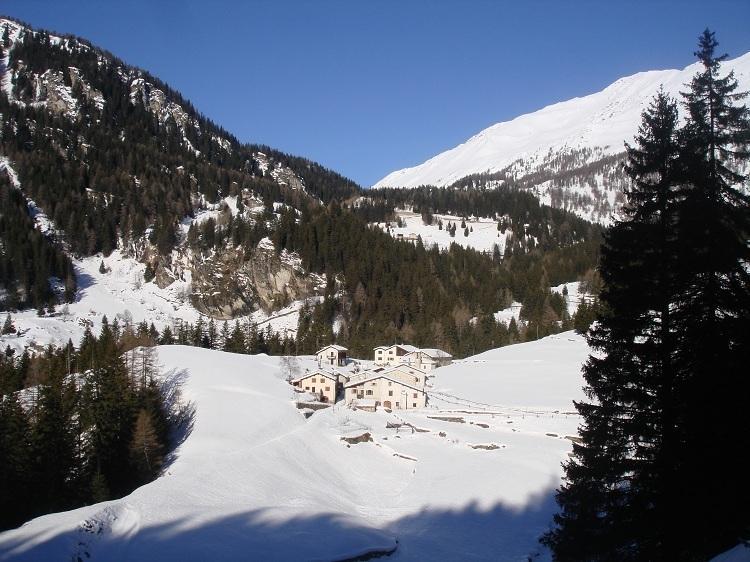 Sicht des Maiensäss Pisciadel Winter