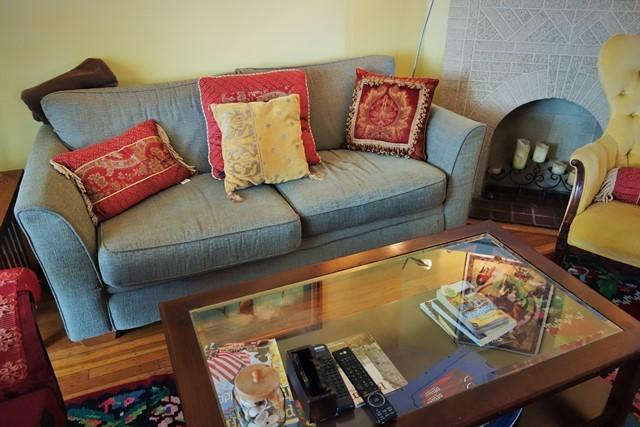 Sofá na sala de estar