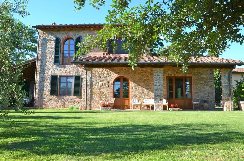 Borgo ai Lecci, Amazing Stone Villa in the heart of Tuscany, holiday rental in Chiesina Uzzanese