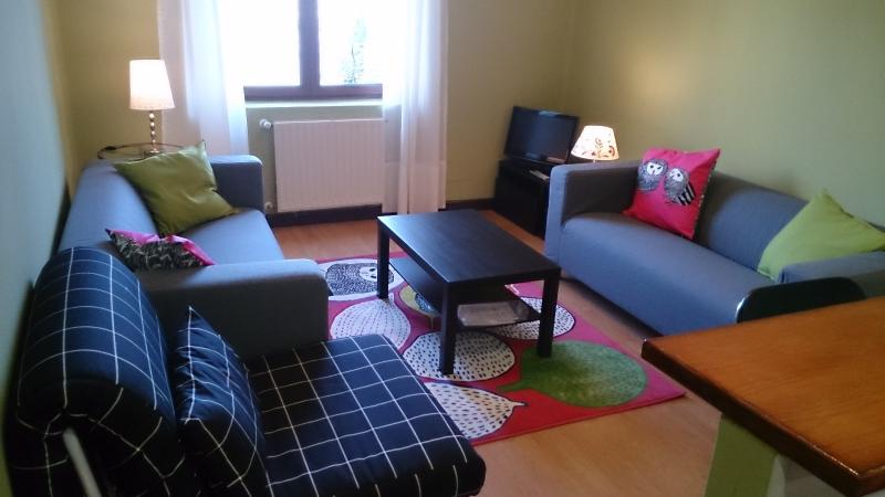 3 habitaciones WiFi gratuito Cerca Catedral Oviedo, holiday rental in Mieres