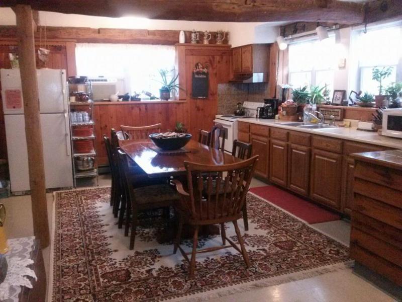 Large Kitchen, Fully stocked! Seats 8.