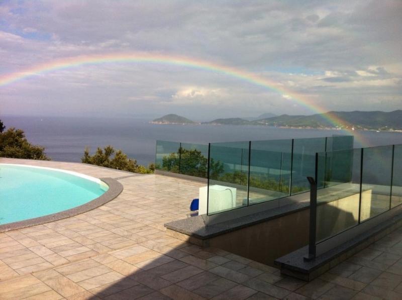 Villa Alessia....cosa desiderare di più per le vacanze..piscina ,mare ,relax,privacy e tranquillità