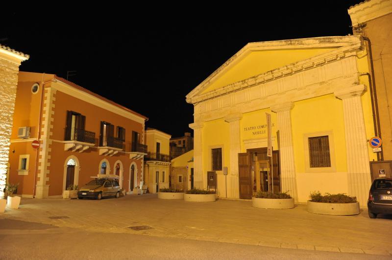Piazza san Biagio, dove si affaccia il B&B e il Teatro Comunale Naselli