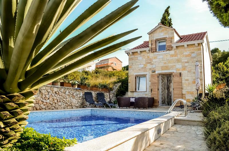Villa Belvedere - Charming & Authentic Villa in the heart of Supetar, vacation rental in Supetar