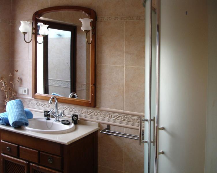 Salle de bains dans la chambre principale