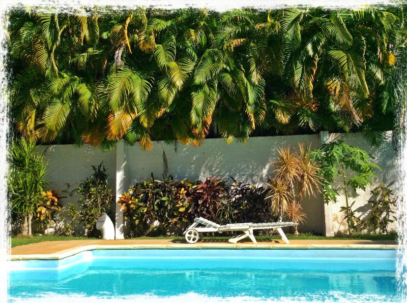 Gîte Mangoplaya, face à la mer des Caraïbes, vue exceptionnelle !, Ferienwohnung in Deshaies