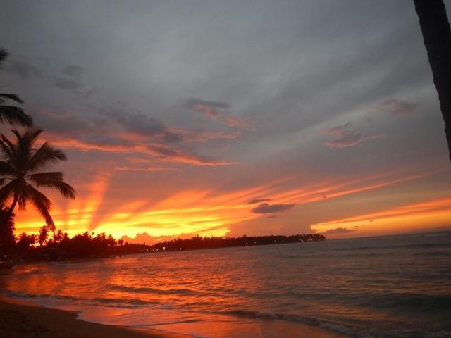 Nossa praia ao pôr do sol.