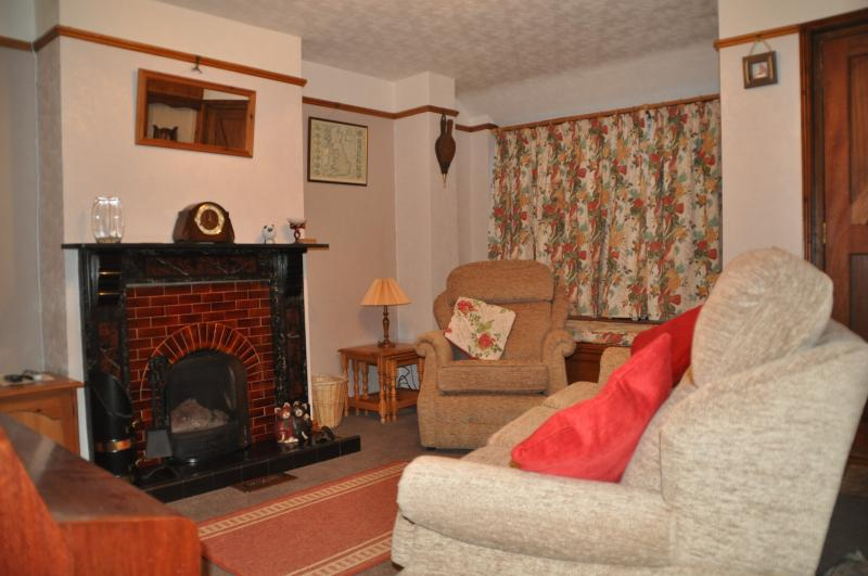Lounge with piano, comfortable seating for four, open fire, tv & skybox (freesat)