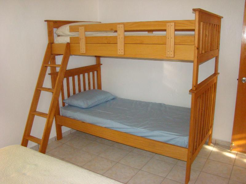 Litera en dormitorio 2 º