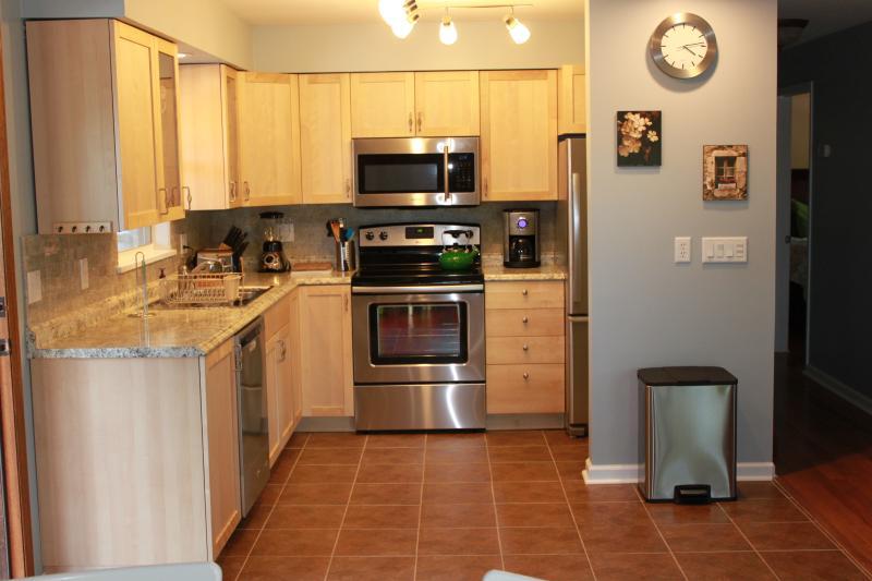 Neu renovierte Küche mit allen Kochutensilien, enthalten.