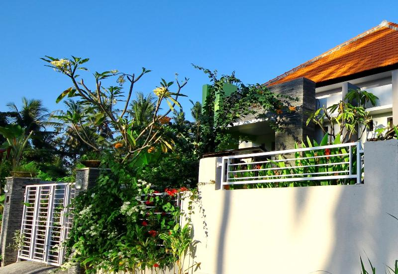 3-Bedrooms house - Quiet Cozy house Near Keramas Surfing Beach, vacation rental in Keramas