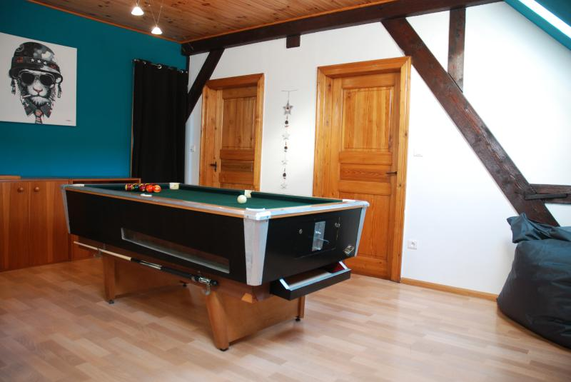 Room on the 1st floor with pool