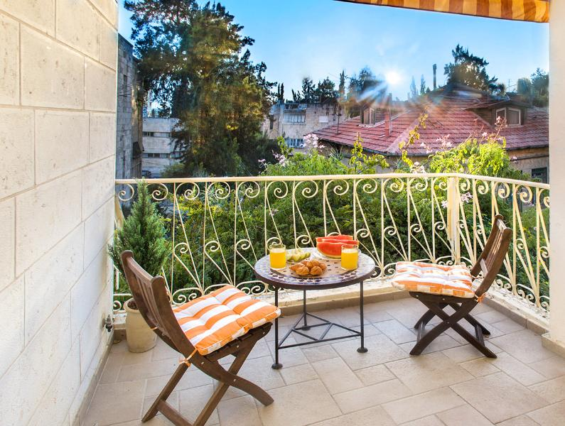 BEST DEAL! BEST LOCATION! STUNNING 2 BDR!, vacation rental in Jerusalem