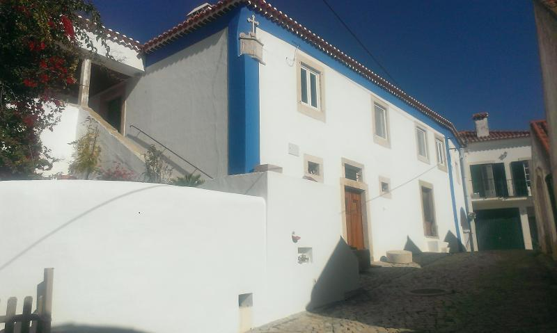 Self contained studio with private swimming pool, Ferienwohnung in Carvoeira