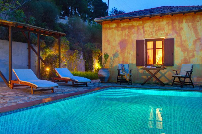 Villa Kentavros: A área da piscina.