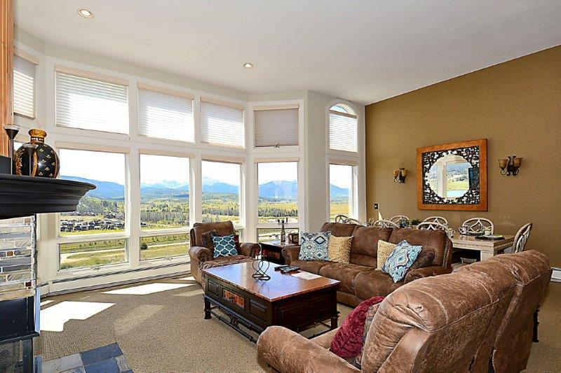 Spacious living area with gorgeous views of the valley