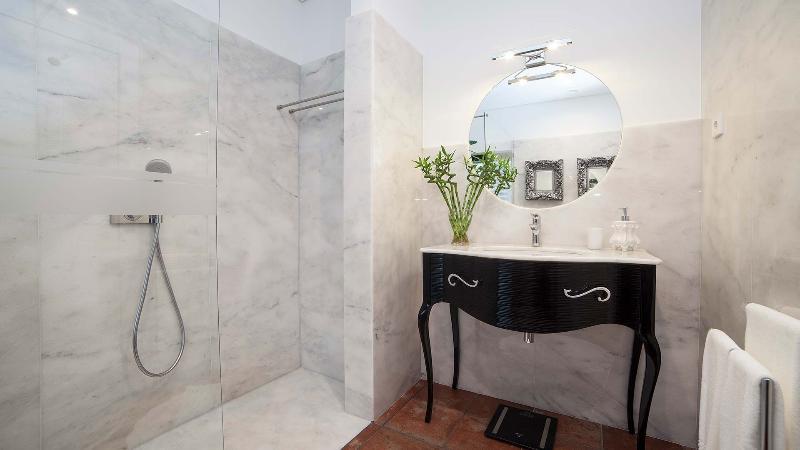Serra D'aire Suite/Private Bathroom Lamps