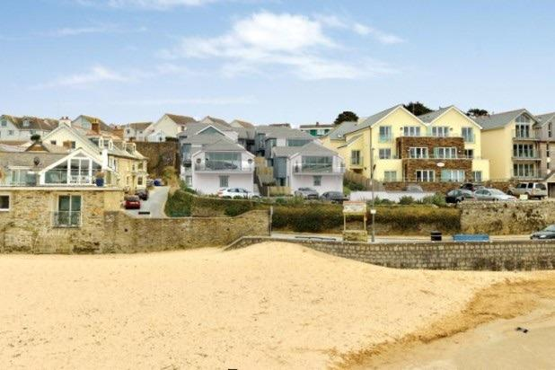Sandpiper Cottage, Porth. Beachside location with private parking and surf store.