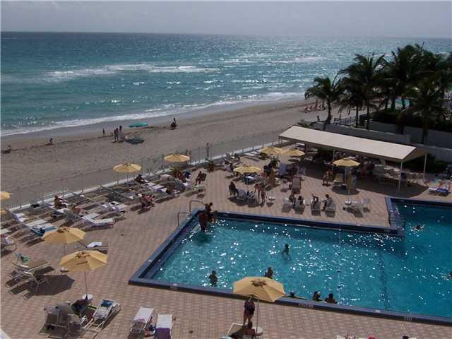 Beachfront 1 bedrm 1,5 bath resort condo in sunny Hollywood next to famous Diplomat Hilton Hotel