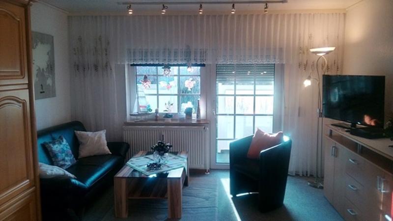 Wohn/Schlafraum mit Blick zur Terrasse