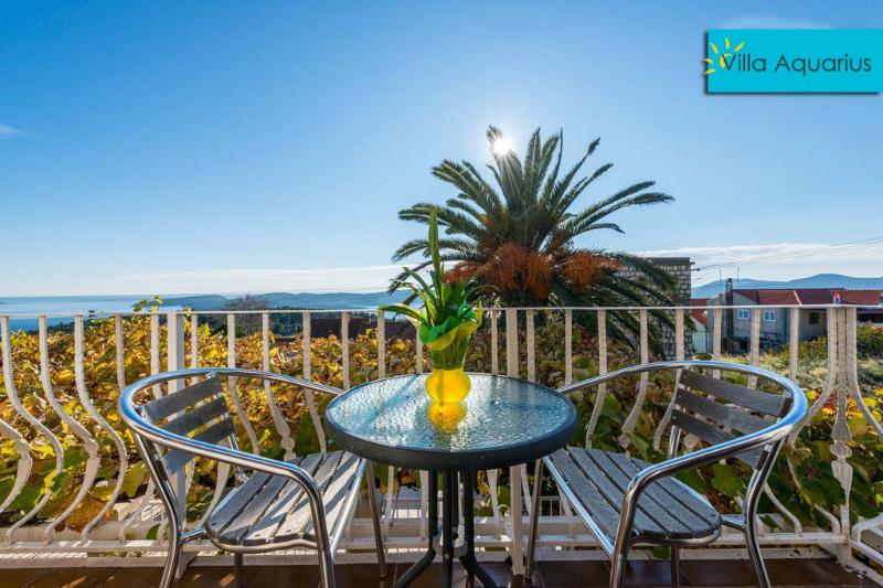 Villa Aquarius - Apartment 1 mit Balkon, holiday rental in Orasac