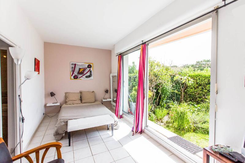 Belle Suite Apt, vacation rental in Biarritz