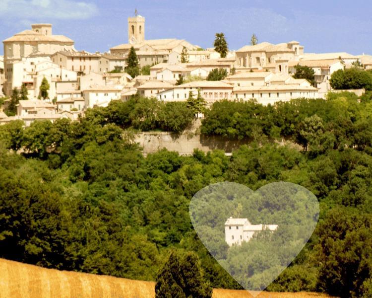 Veduda della dimora storica b&b San Paterniano immerso in un parco adiacente il centro storico.