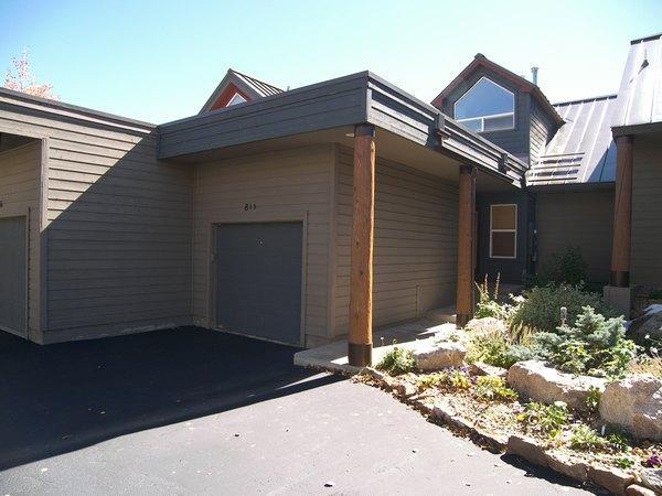Building,Cottage,Yard,Villa,Downtown