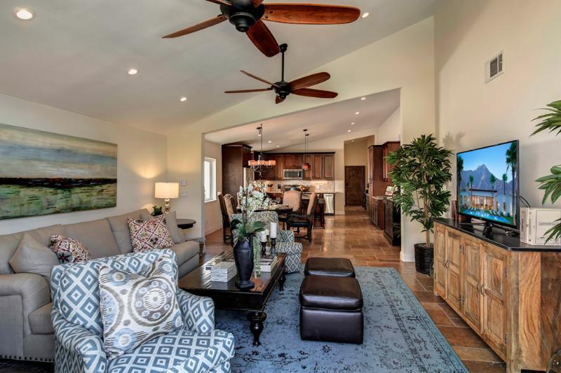 Casa de Madero- Luxury executive vacation rental, spectacular desert setting