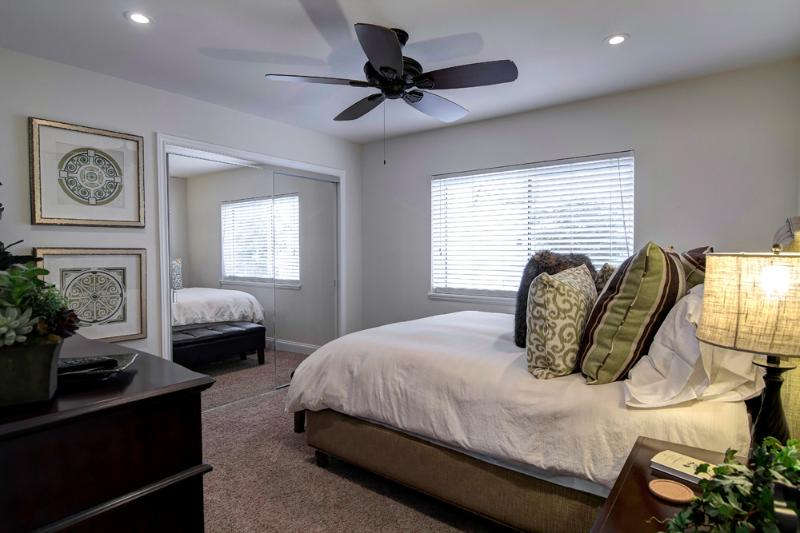 Bdrm 2- Bright with pillow top queen, fine furnishings, large closet, cable TV