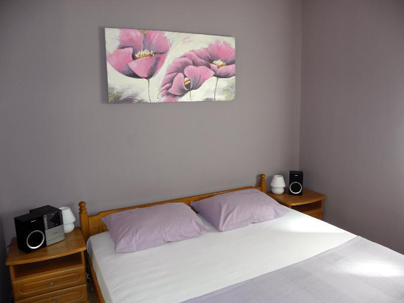 Apartment Maestral, Raslina, vacation rental in Raslina