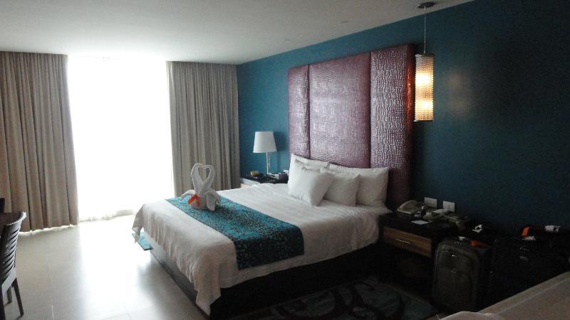 een slaapkamer Suite met Jacuzzi