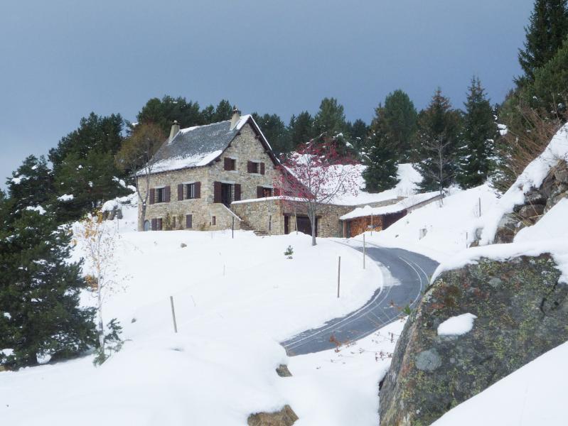 la naturaleza de vacaciones está aquí! mágica vista de los Pirineos