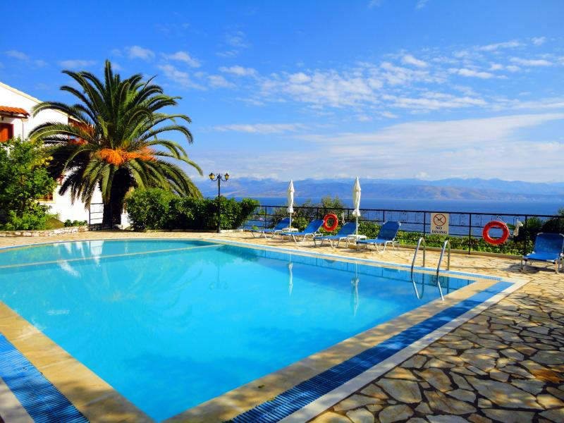 Apartment at Dionysos Apartments, location de vacances à Peroulion