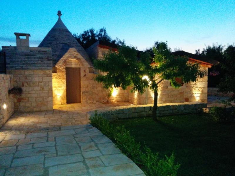Trullo - B&B il giardino degli ulivi, holiday rental in Castellana Grotte