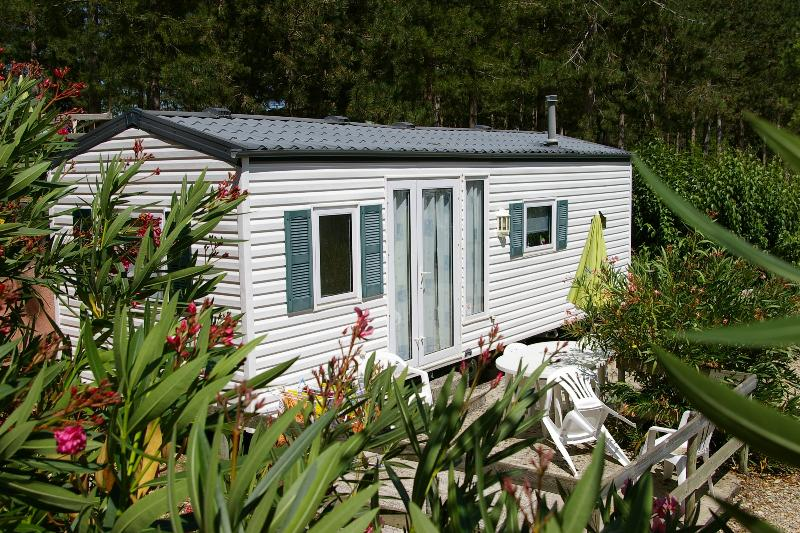 The mobil-home for two or four persons.