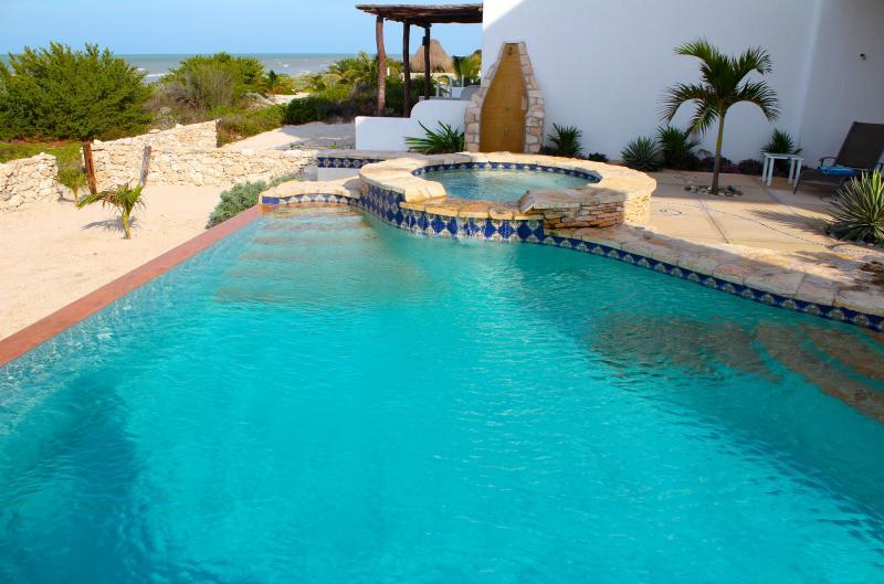 2014 construction -  beachfront villa, holiday rental in Telchac Puerto