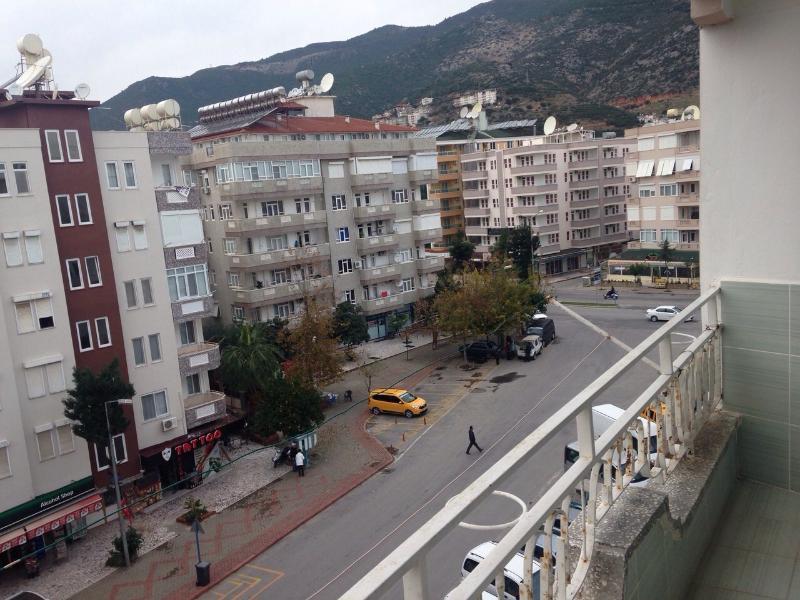 Blick aus dem Balkon zu den Bergen
