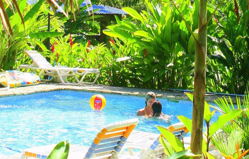 One Bedroom Bungalow in Zula Inn, holiday rental in Mal Pais