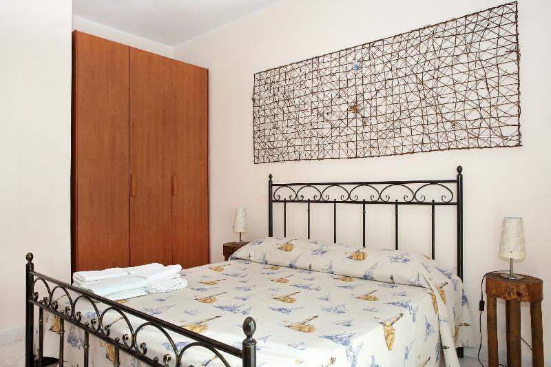 Sicily Etna Sea Adriana casa vacanze tre piani, holiday rental in Scillichenti