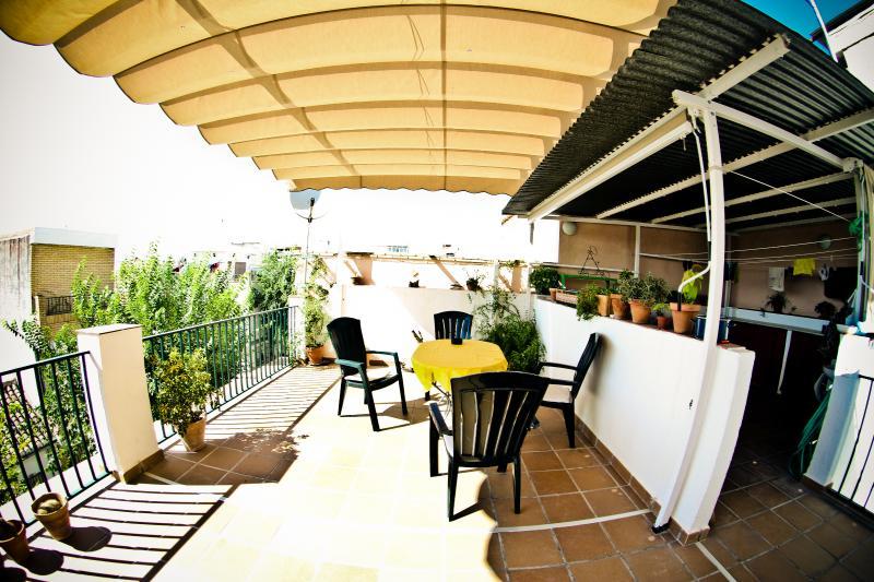 Nice and quiet rooms to rent in Granada/Albayzin, alquiler vacacional en Víznar